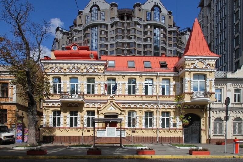 Адреса посольства и консульств