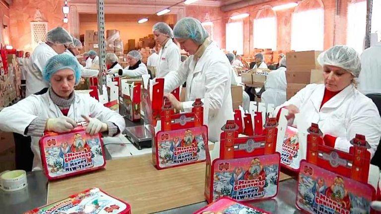 Кондитерская фабрика в г. Błonie (Варшава). Упаковщики конфет