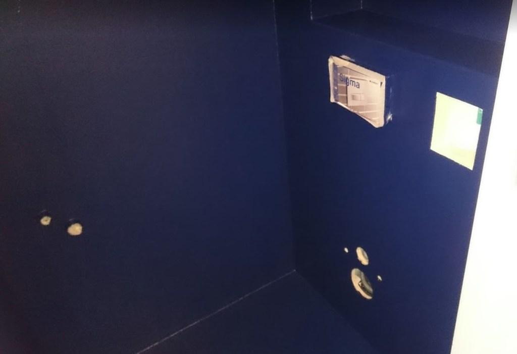 wc blauw afgewerkt polyester