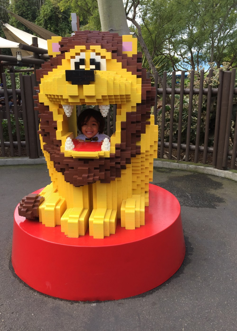 legoland-polymathmom-son-having-fun