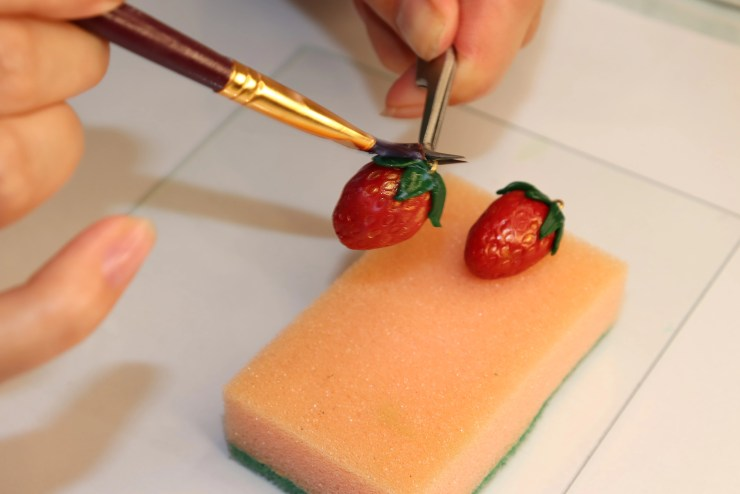 33 Strawberry earrings made of polymer clay
