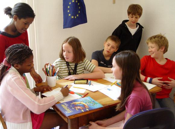 children-shaping-europe-999719,property=poster