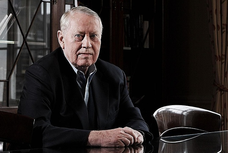 Chân dung cựu tỷ phú Chuck Feeney. Ảnh: Forbes.