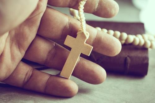 Krzyż w ręce