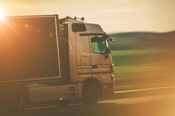 ciężarówka i auto