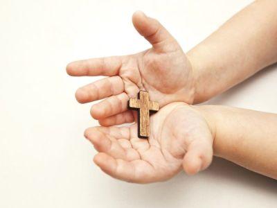 aKrzyżyk w dłoniach