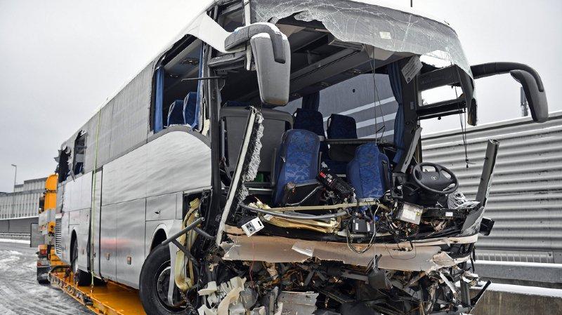 ?? A3 : 1 mort et 44 blessés dans un accident de car