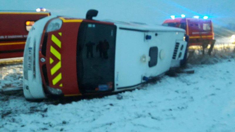 🇫🇷 Fayl-Billot (52) : Un VSAV se couche sur la route à cause de la neige