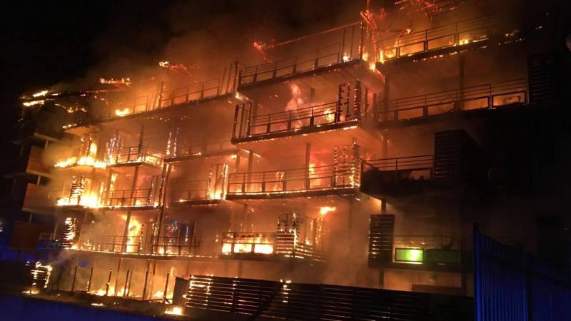 🇫🇷 Draguignan (83) : Impressionnant incendie d'une façade en bois d'un immeuble de 5 étages