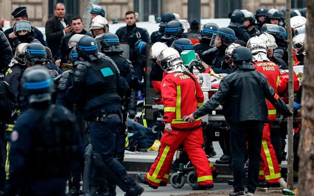 ?? Paris (75) : Un policier en arrêt cardiaque Place de la République