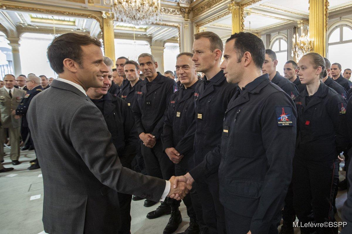 ?? Paris (75) : Les Pompiers de Paris reçus à l'Élysée
