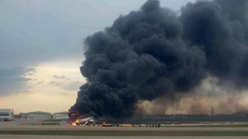 🇷🇺 Moscou : Un avion en feu atterrit à l'aéroport en urgence