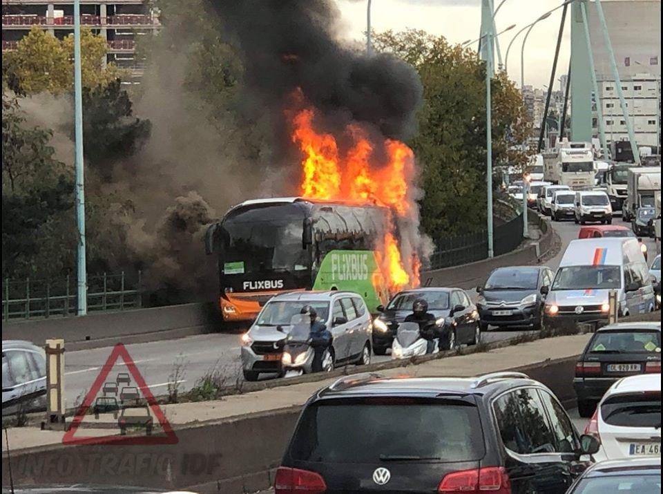 ?? Paris (75) : Un FlixBus s'enflamme sur le périphérique
