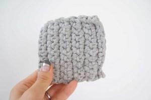 埼玉県所沢市のかぎ針編み教室pomponnerでのzpagettiレッスンの編み地7号を手に持った時