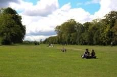 Londoners soaking up the sunshine. © Violet Acevedo