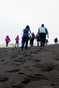 Climbing the dunes on the way to Lake Waimanu. © Violet Acevedo