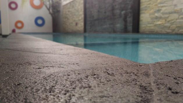 Kolam Renang di Pinggir Resto FaveHotel Kusumanegara Yogyakarta