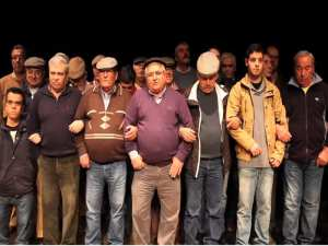 Os Ganhões de Castro Verde, Portugal, cantan 'Grândola, Vila Morena'