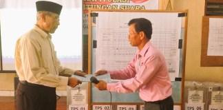 Penyerahan Berita Acara Ketua Panita ke Ketua BPD Pilkades 2015