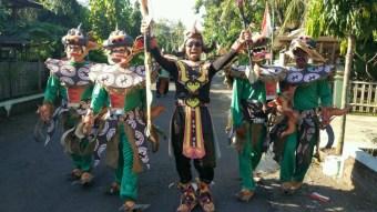 BUMDes Hanyukupi dengan Kostum Spesial nya