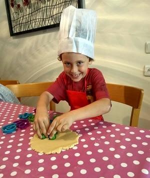הכנת פיצה עם ילדים