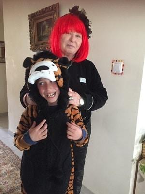 פעילות עם ילדים בבית תחרות תחפושות