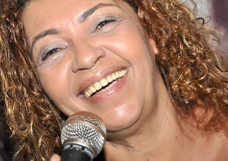 A cantora cearense volta a mostrar seu talento no palco do Clube do Choro Recebe