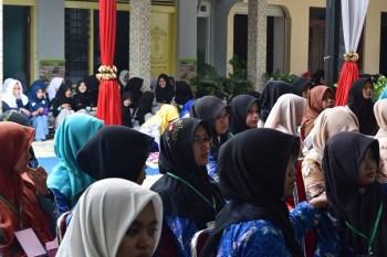 kacamata hijab