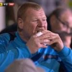 Wayne Shaw, portarul celor de la Sutton United este anchetat pentru ca a mancat o placinta!