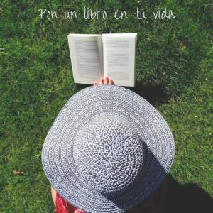 pon un libro en tu vida cabecera mujer leyendo libro