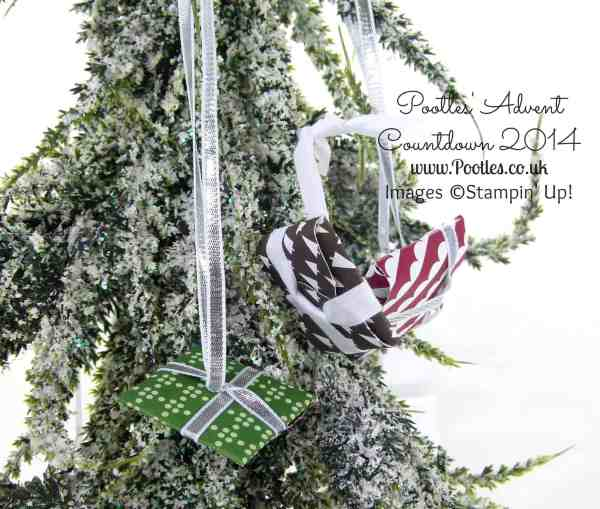 Pootles Advent Countdown #5 Carollers Coin Gifts Tutorial hanging on the tree!