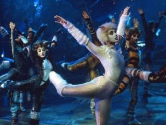 La comédie musicale Cats jouée sur scène (Universal Pictures).