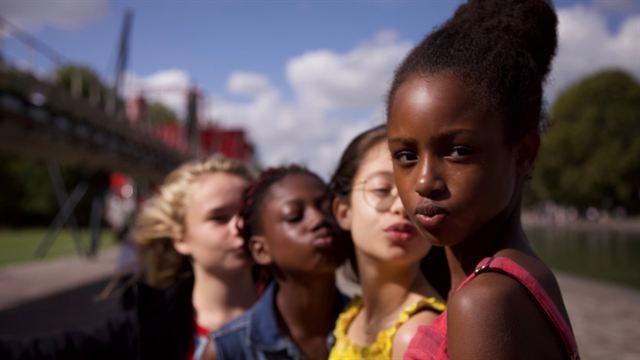 Mignonnes : Netflix s'excuse après la diffusion d'une affiche qui hypersexualise les jeunes héroïnes