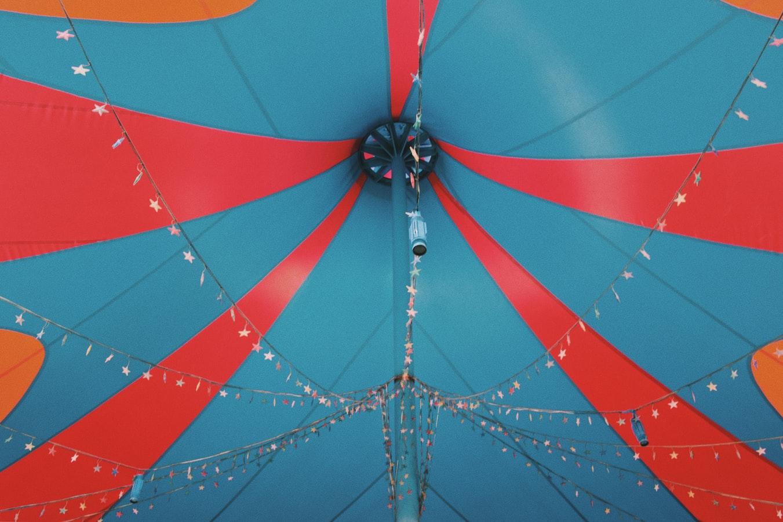 Village de Cirque: lesarts circassiens en fête sur la pelouse de Reuilly
