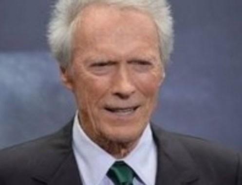 Clint Eastwood, 90 ans, travaille sur « Cry Macho », un film dans lequel il incarnera une ancienne star de rodéo.