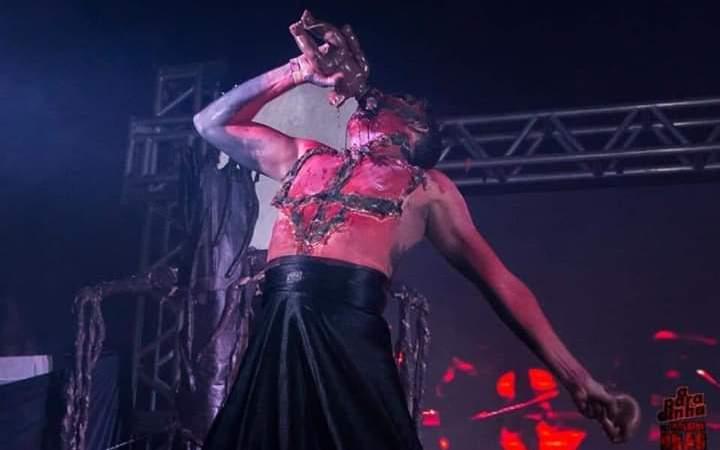Fantasia racista de KKK de drag queen brasileira gera revolta