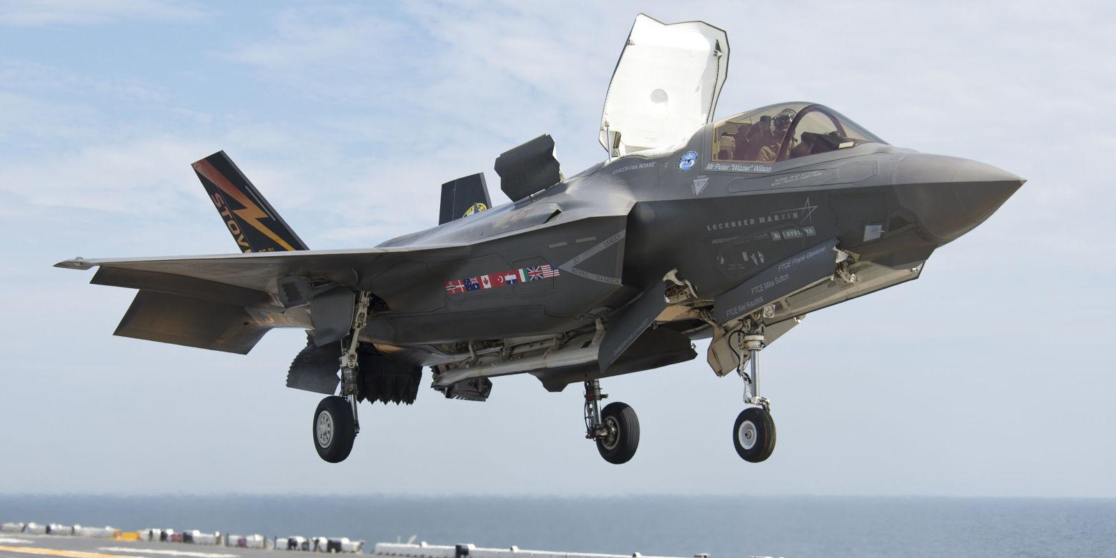 F 16 Landing Aircraft Carrier