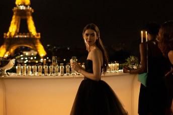 Netflix 最新時尚電影《Emily in Paris》找來Lily Collins 當女主角