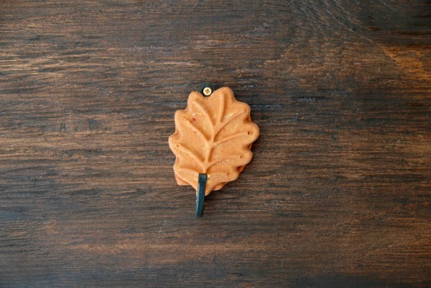 Leaf plaster wall hook