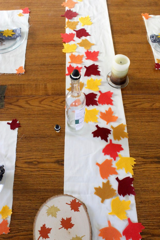 Thanksgiving leaf no sew table runner