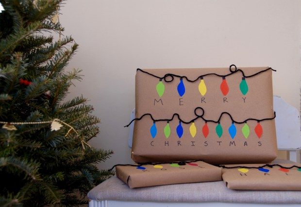 Christmas lights gift wrap inspired by Stranger Things | Popcorn and Chocolate
