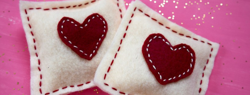 Heart hand warmers for Valentine's Day | Popcorn and Chocolate