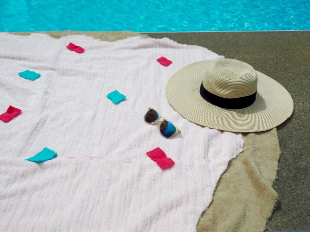 DIY Donut Towel for the Beach | We're Going to Make it