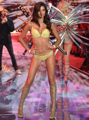 VS - 2015 - Fireworks Angels - Sara Sampaio