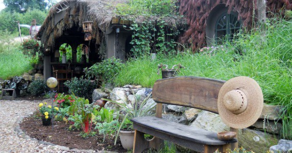 [Pics] Live the Shire Life at This Hobbit Hole Airbnb!