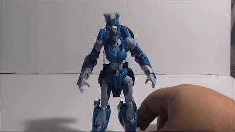 Formers Friday - Transformers Generations Deluxe Class Chromia Figure