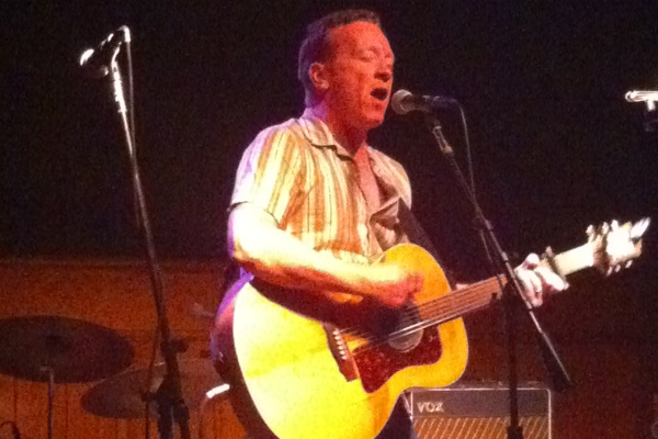 Bill Janovitz at Schubas, July 16, 2010 (taken by the author)