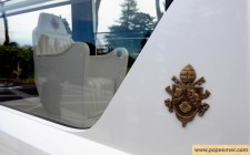 mercedes-benz-popemobile-papal-crest