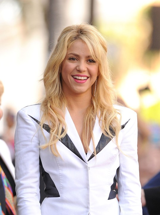 4 Stylish Shakira Hairstyles PoPular Haircuts