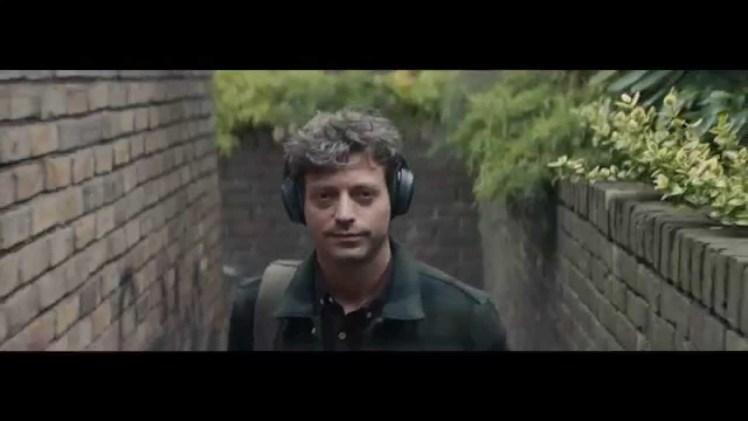 Screenshot aus Bose Wireless Kopfhörer Werbung